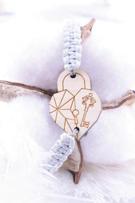 bransoletka-drewno-makrama-serce-klodka-klucz-klon-okladka